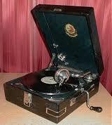 Патефон ПТ - 3 50 х годов + 5 пластинок