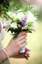 Весільні букети,  весільна арка,  оформлення весілля квітами та тканиною