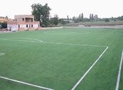 Футбольное поле с искусственной травой