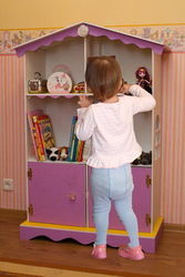 Этажерка для книг-домик для кукол.