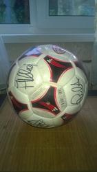 Мяч с автографами игроков милана 2000-х