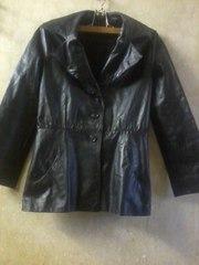 Кожаная куртка на пуговицах чёрного цвета