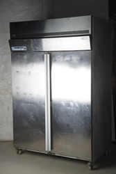 Холодильный шкаф  в рабочем  состоянии  б у