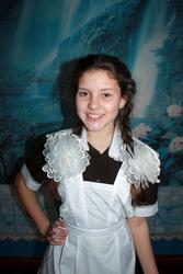 Белый фартук на школьное платье  коричневого цвета  для последнего