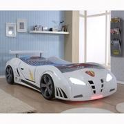 Детская кровать в виде автомобиля