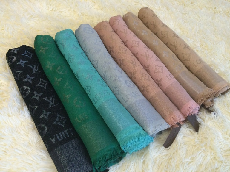 Зеленый платок луи виттон фото