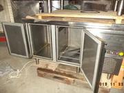 Маленький холодильный стол б/у.111