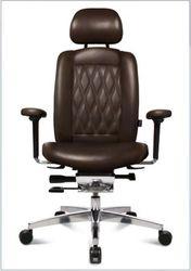 Кресло руководителя WAGNER AluMedic Limited S Comfort V60  черной коже